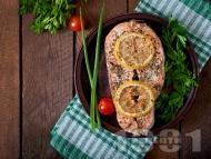Печена сьомга с подправки, лимон и мента